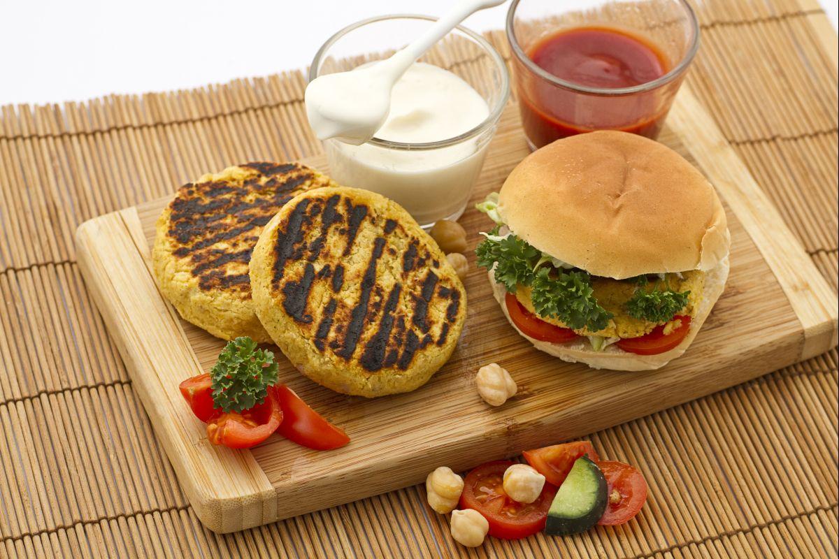 Come mangiare un hamburger senza sporcarsi | Magazine Giallozafferano