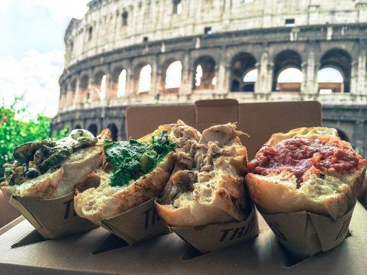 Trapizzini davanti al Colosseo - Fonte: Ufficio stampa