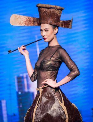 Un vestito fatto completamente di cioccolato del Chocolate Fashion Show 2016 - Fonte: Ufficio stampa