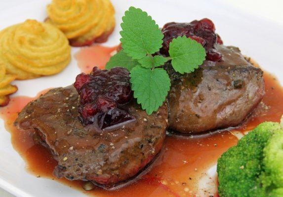 Carne di canguro e bacche di Lilly Pilly © Fotolia