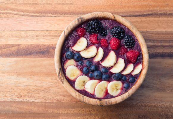 Acai bowl con frutta fresca © Fotolia