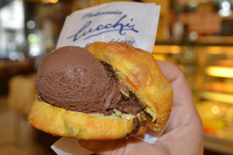 Il PanGelà, brioche al panettone ripiena di gelato al cioccolato - Fonte: Ufficio stampa