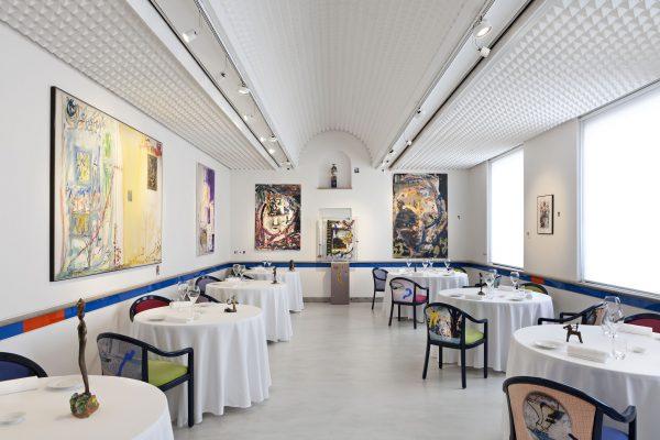 La sala del ristorante Il Luogo di Aimo e Nadia, 2 stelle Michelin a Milano © F. Bolis artworks P. Ferrari
