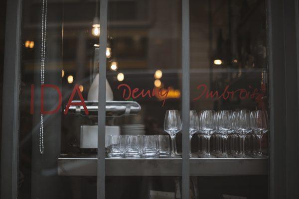 La vetrata del ristorante IDAsu Rue de Vaugirard a Parigi - Fonte: Ufficio stampa