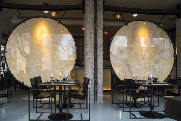 I grandi gong sono lastre di onice proveniente dal Messico - Fonte: Ufficio Stampa A+A