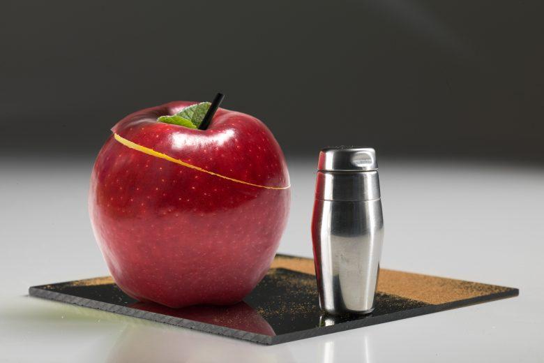 Il cocktail nella mela rossa Starck © Trussardi alla Scala