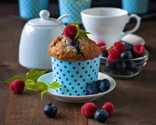 Muffin con lamponi e mirtilli © Fotolia
