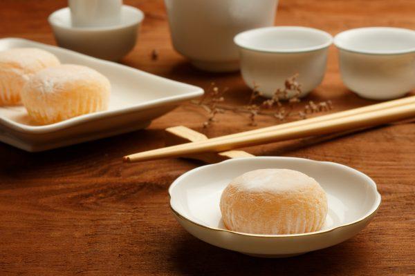 I mochi di solito si mangiano accompagnati da una tazza di tè © Fotolia
