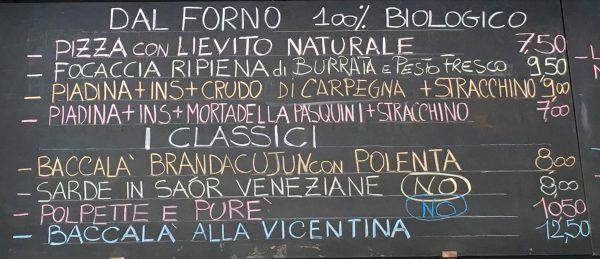 Il menù è scritto sulle lavagne e cambia ogni giorno © Giallo Zafferano