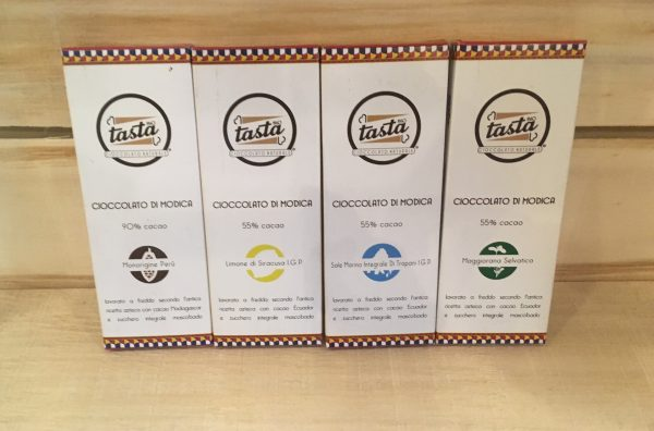 Il cioccolato di Modica artigianale di Tasta: Venezuela, Limoni di Siracusa, Sal di Trapani e Maggiorana © Giallo Zafferano