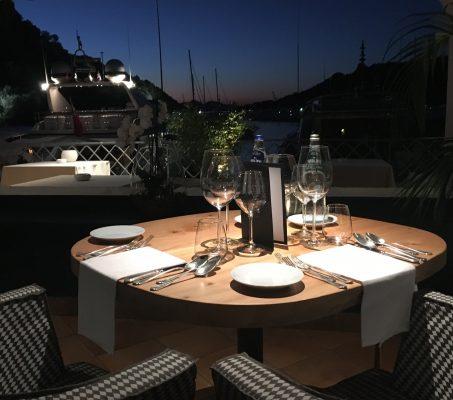 La sera l'atmosfera è romantica al ristorante gourmet Blu Beck © Giallo Zafferano