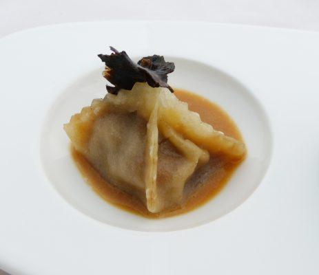 Raviolo Wagyu - ripieno di Wagyu A5 con salsa al foie gras e tartufo - Fonte: Ufficio stampa A + A