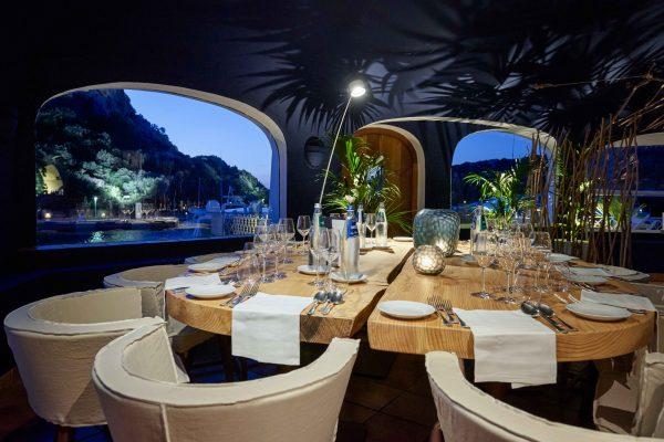 Il ristorante gourmet Blu Beck è stato progettato dallo studio Nábito di Barcellona © Poltu Quatu Resort
