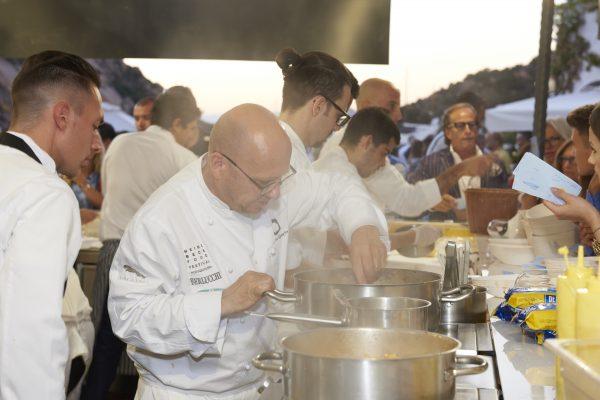 Heinz Beck al lavoro durante la serata dedicata allos treet food © Ag. Santi & Santi