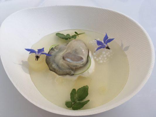 Il piatto di Mauro Colagreco , stelle 2 stelle Michelin del ristorante Mirazur di Menton © Giallo Zafferano