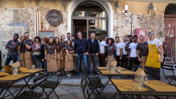 Lo staff di FUD Palermo con al centro il titolare Andrea Graziano © FUD Bottega Sicula