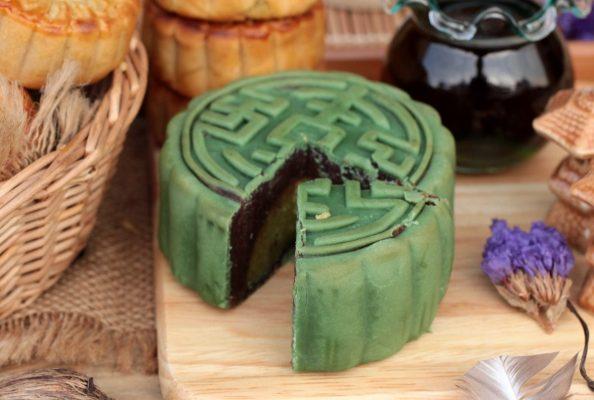 Torta della Luna al tè verde con ripieno di fagioli rossi © Fotolia