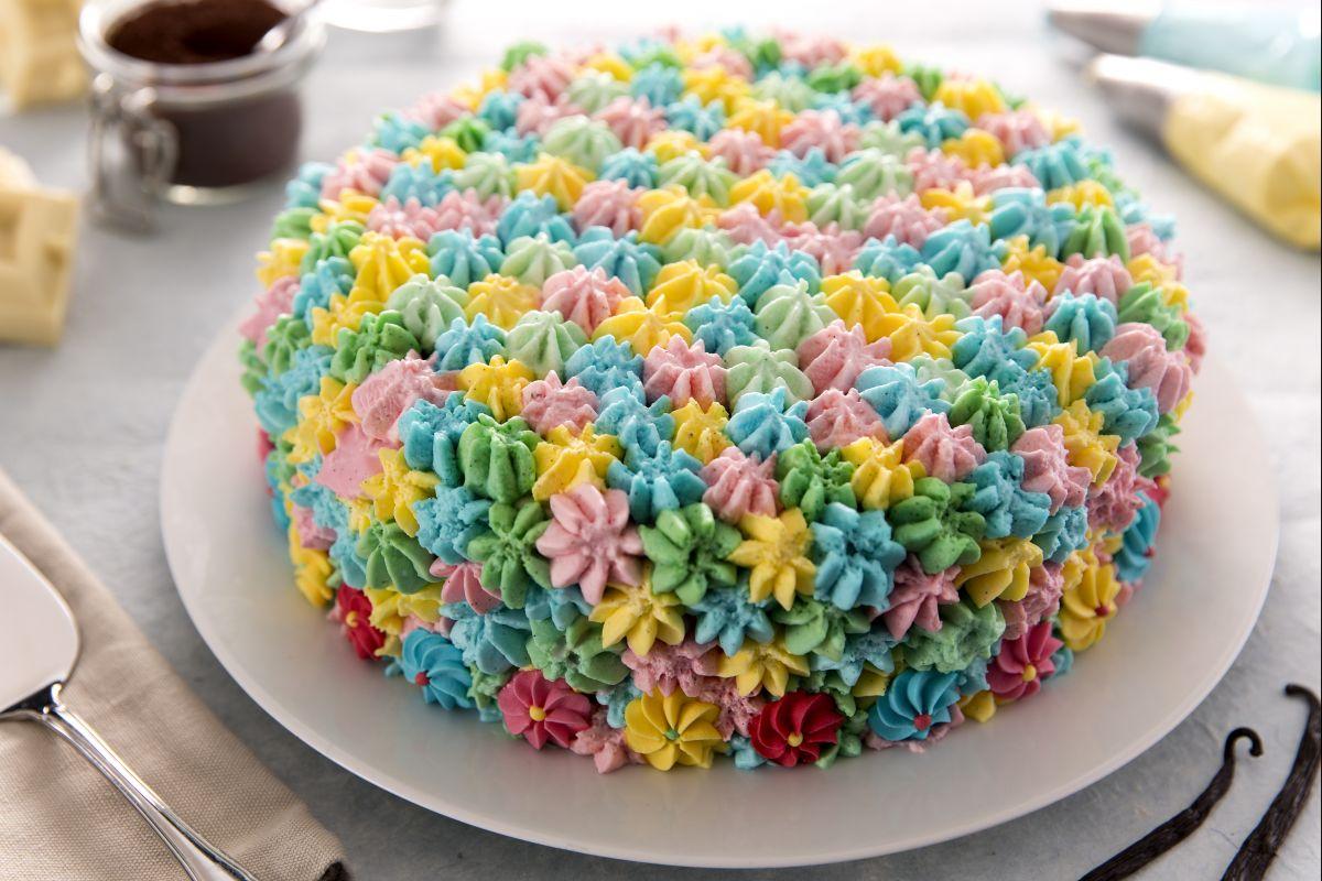 Rainbow mania dalla torta ai toast la moda multicolor magazine giallozafferano - Decorazioni per torte di carnevale ...