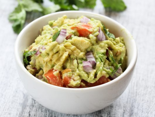 Il guacamole, la ricetta più classica a base di avocado. Da mangiare con i nachos! © Fotolia
