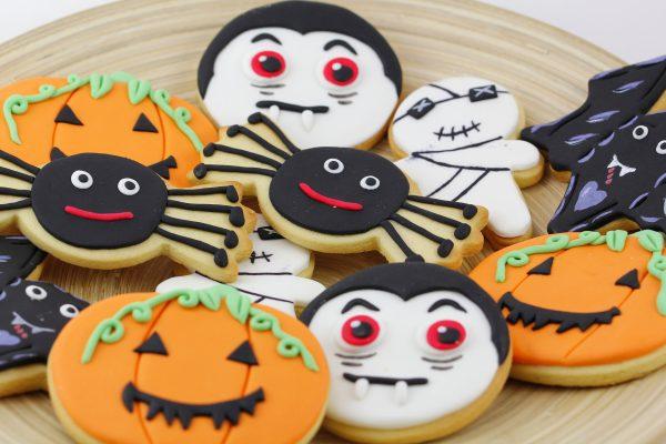 Biscotti di Halloween, pastafrolla decorata con glasse e pasta di zucchero © Fotolia