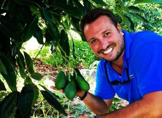 Andrea Passanisi e l'avocado siciliano © Instagram Sicilia Avocado