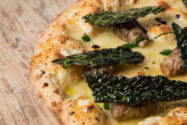 La Pizza Pu Er di Denis Lovatel è la miglioire pizza gourmet d'Italia per la Guida del Gambero Rosso © Aromi Creativi