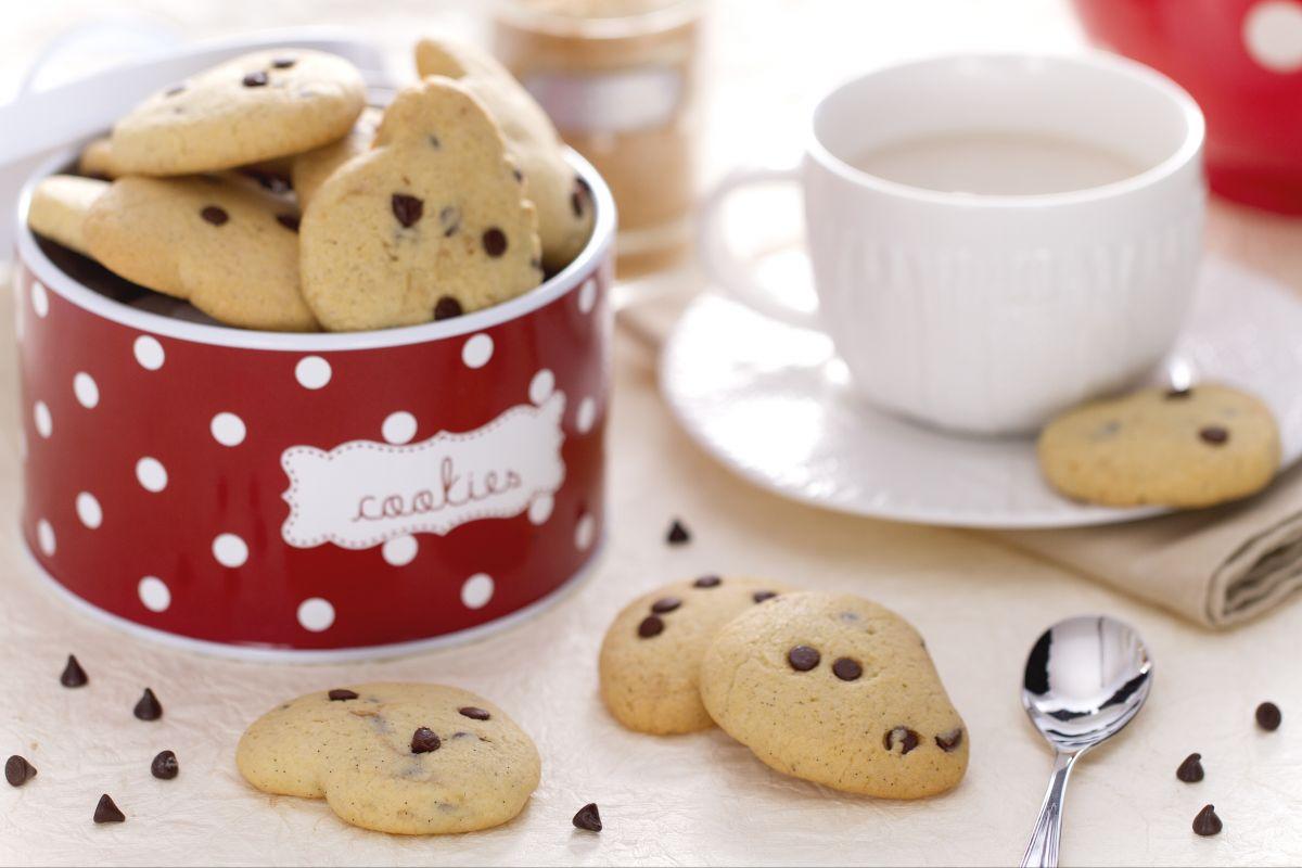 Ricetta Biscotti Con Gocce Di Cioccolato La Ricetta Di Giallozafferano