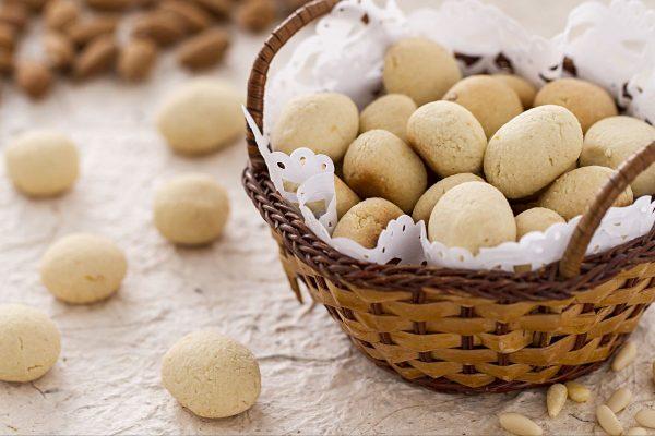 Le fave dei morti, morbidi biscotti a base di mandorle © Giallo Zafferano