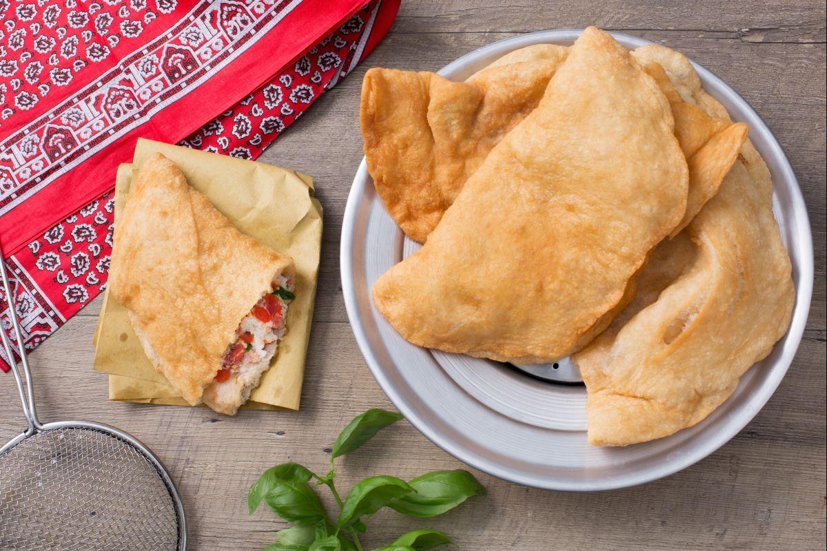 Ricetta Impasto Pizza Fritta Napoletana.Ricetta Pizza Fritta La Ricetta Di Giallozafferano