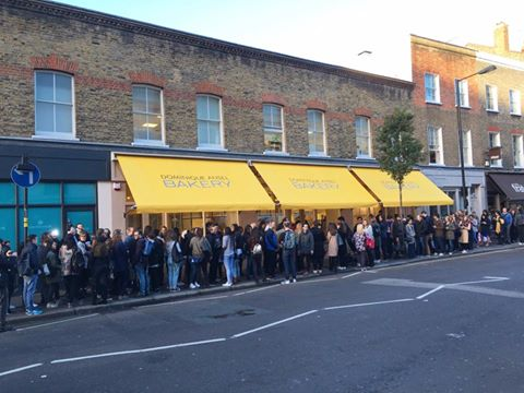 La coda a Londra per assicurarsi un Cronut © Dominique Ansel Facebook