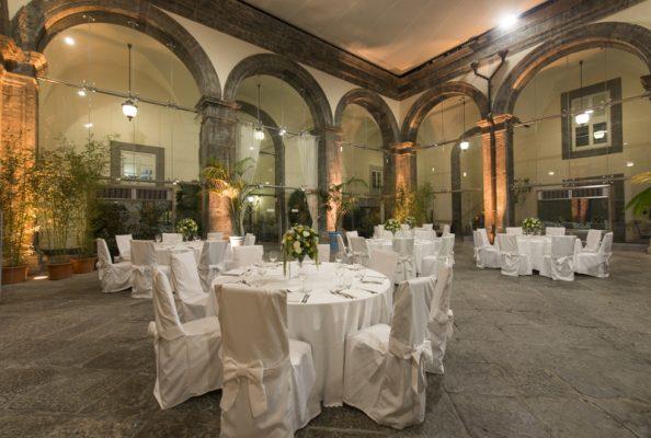 Il chiostro di Palazzo Caracciolo a Napoli © Palazzo Caracciolo