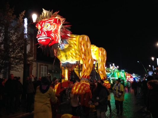 Uno dei magici animali illuminati della Festa © Habits del Lumiere Epernay